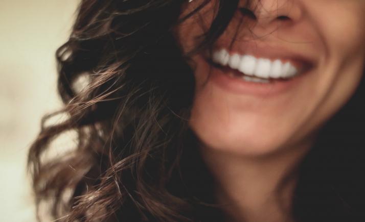 Le sourire contribue-t-il à votre bonheur ? visuel étude i-Share